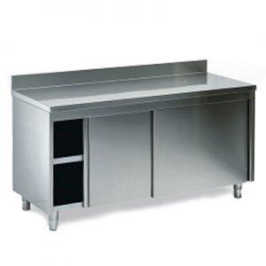 Radni stol zatvoren sa kliznim vratima, sa središnjom policom i zaštitom zida